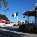 La bandera ondeando en la Plaza